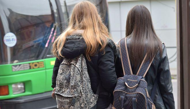 Foto: Reducerile la transportul în comun pentru elevi, în pericol!