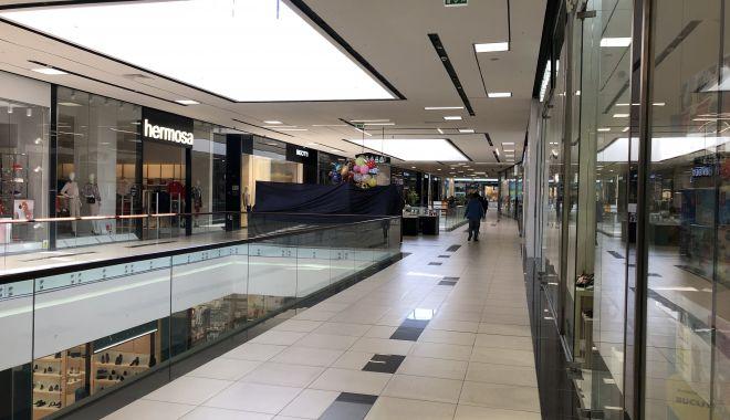 Foto: Liber la shopping în mall și bălăceală la piscină. Ce restricții vor fi ridicate de luni