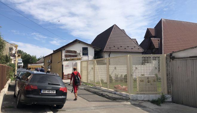 Satul de Vacanță, între kitsch și tradițional.