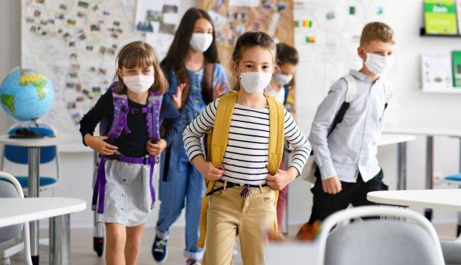 Cu rândul, la şcoală. Elevii din Constanţa vor învăţa în sistem alternativ, online şi în clasă - fotofondscoli2-1599848187.jpg