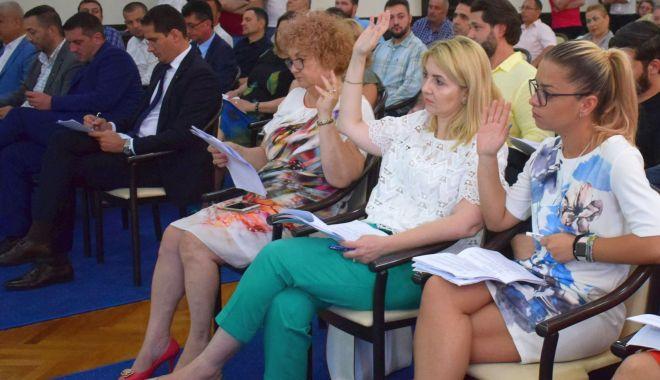 Foto: Ședință de Consiliu Local, la Constanța. Primarul Decebal Făgădău cere suplimentarea bugetului local