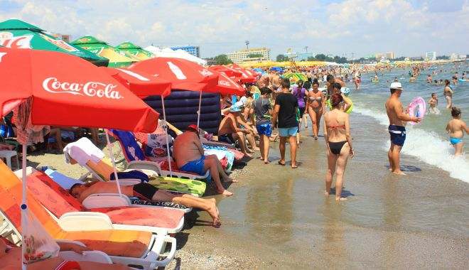 Turism sau bătaie de joc? Plajele din Mamaia, ocupate de șezlonguri - fotofondsezlonguri4-1561154304.jpg
