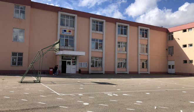 """Situaţie fără precedent, la Liceul """"George Călinescu"""". Trei directori au demisionat în decurs de cinci luni! - fotofondsituatiefaraprecedent-1603987729.jpg"""