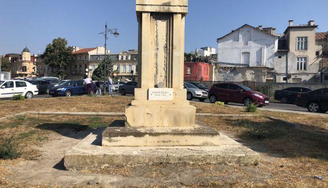 """Foto: Monumentul """"decapitat"""" din centrul Constanței! """"E trist pentru orașul nostru!"""""""