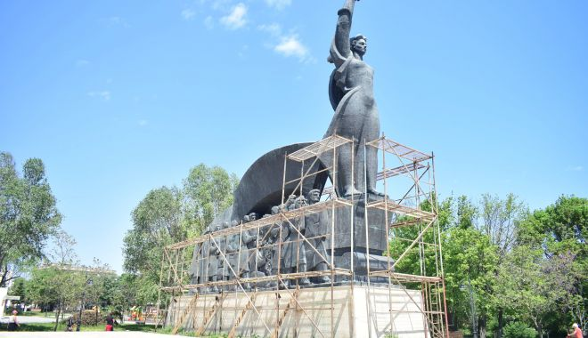 Foto: Opere de artă, de la degradare la restaurare. Statuile din Constanța au ajuns de tot râsul