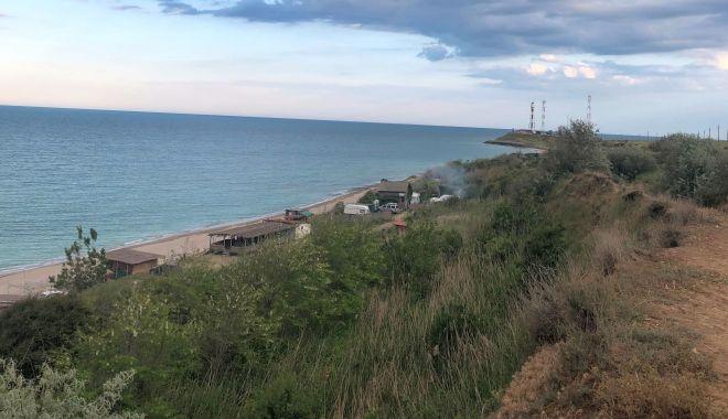 """Foto: Terasele ilegale, beach-barurile și resorturile de pe plaja Tuzla, desființate. """"Este un dezastru acolo!"""""""
