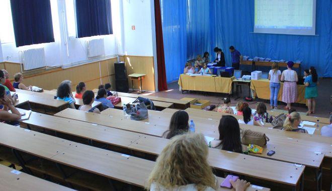 Vai de educația copiilor noștri! Profesori de nota 3, la catedră - fotofondtitularizare-1563914385.jpg