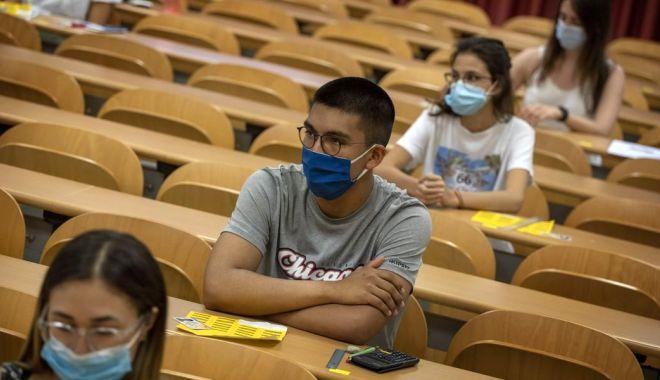 Foto: Profesorii, în focurile examenelor. Astăzi, începe concursul de titularizare