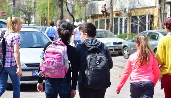Transport gratuit pentru elevi. În ce condiții vor putea circula fără bilet - fotofondtransportelevi-1590768183.jpg