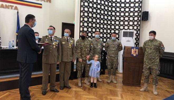 Maestrul Virgil Andriescu şi şase militari eroi, Cetăţeni de Onoare ai judeţului Constanţa - fotoprintfondmomenteemotionante-1600970198.jpg