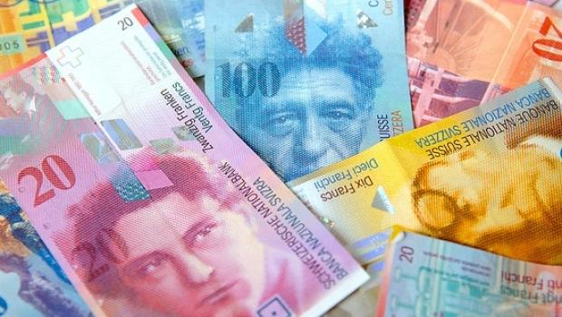 Legea conversiei creditelor în franci elvețieni, contestată la CCR de Guvern - francielvetieni87654342929200-1477331842.jpg