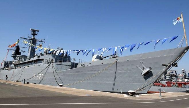"""Foto: Bun cart înainte echipajelor fregatelor """"Regele Ferdinand"""" și """"Regina Maria""""!"""