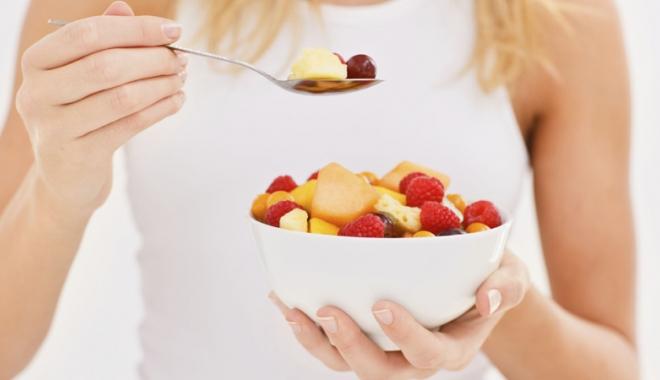 Foto: Alimentația bazată doar  pe fructe, un stil de viață pentru o sănătate  de fier