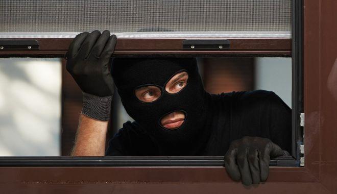 Autorul unui furt din locuință, comis în urmă cu doi ani, prins de Poliție - furttelevizoare-1618325499.jpg