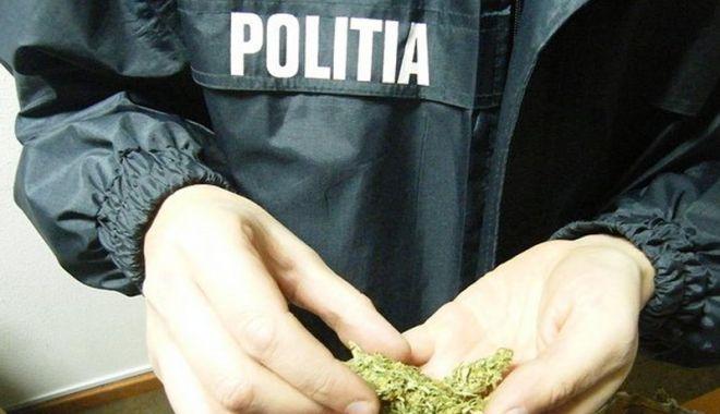 Foto: Gardian, furnizor de droguri și telefoane pentru deținuți