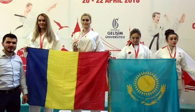 Gemenele Livia și Andreea Cotoban, campioane mondiale la karate - gemenele-1524670727.jpg