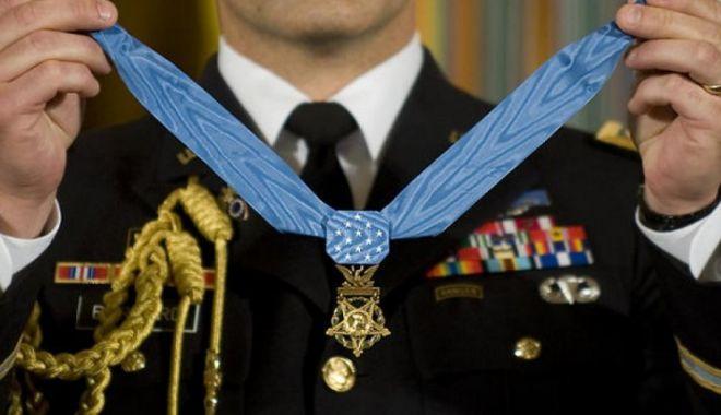 """Foto: Atenție! A apărut o nouă metodă de înșelăciune în România: """"Generalul american"""""""