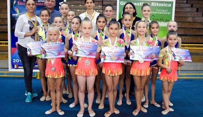 """Foto: Gimnastele de aur de la Cumpăna! Au cucerit medalii la """"Arad Trophy"""""""