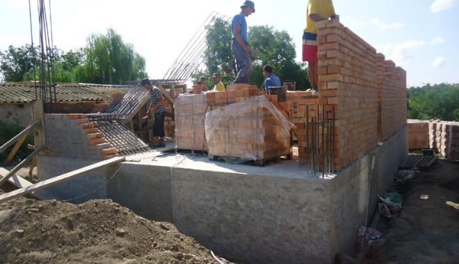 Dezvoltarea comunei Grădina, prioritară pentru primarul și consilierii din localitate. Ce proiecte au în lucru - gradinaconstructiegeamie-1470934018.jpg