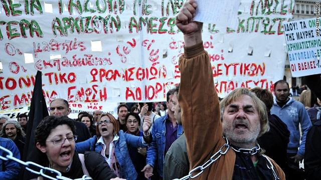 Peste 30.000 de persoane în stradă, la Atena și Salonic - greeceteachersmarch80596200-1348662391.jpg