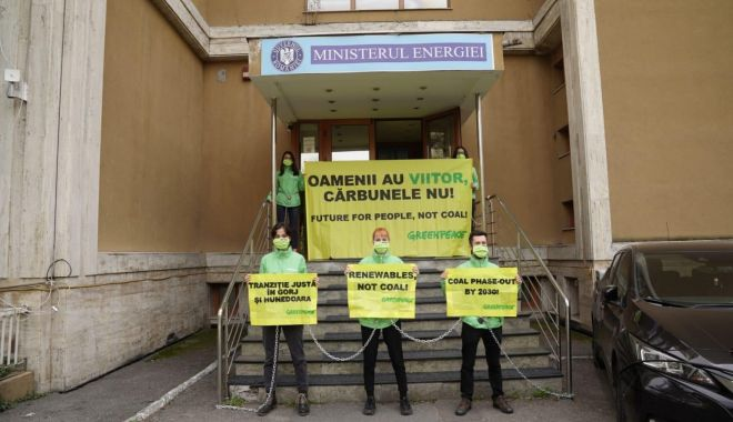 Greenpeace solicită accelerarea tranziţiei la energia verde în România - greenpeacesolicita-1618332016.jpg