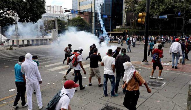 Haos în Venezuela! Liderul opoziției s-a autoproclamat președinte, cu susținerea lui Trump - h54926907e1548279446490-1548327672.jpg