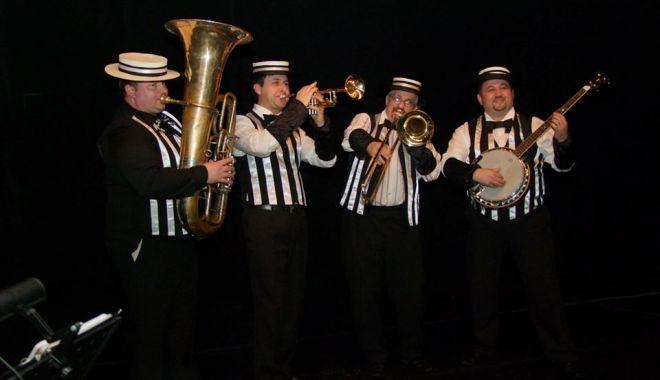 "Foto: Haideți la jazz! ""Snaco Dixie Band"" vă așteaptă la Club ""Doors"""