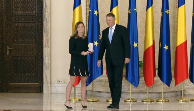 Foto: Simona Halep a fost decorată de președintele Klaus Iohannis cu Ordinul Național Steaua României