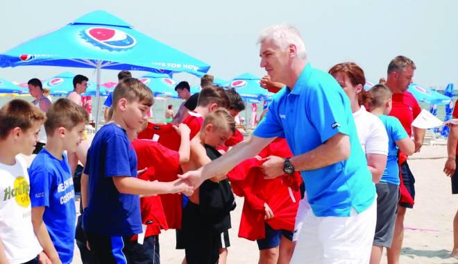 Foto: Aihan Omer a oferit premii la Festivalul de handbal pe plajă de la Mamaia