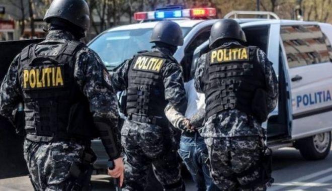 Percheziții la traficanții de heroină. Droguri, valută și seringi, capturate de DIICOT - heroinaperchezitii-1614625349.jpg