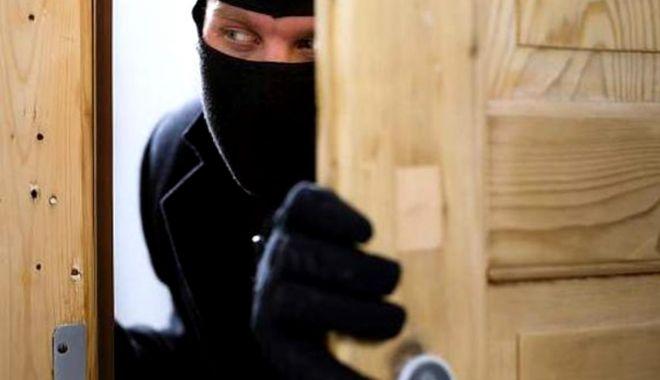 Arestat la o lună după ce a jefuit o locuință din Constanța - hot-1586542075.jpg