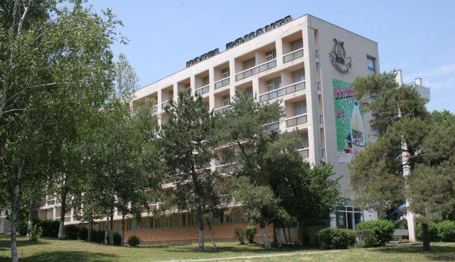 Foto: Tragedie în stațiunea Neptun. Un bărbat a căzut de pe Hotelul Romanța și a murit
