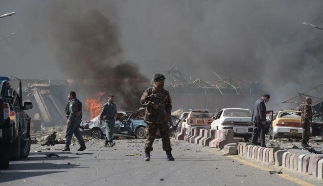 Zeci de morţi şi răniţi, după un atac terorist în faţa unei şcoli din Kabul - httpscdncnncomcnnnextdamassets17-1620491663.jpg
