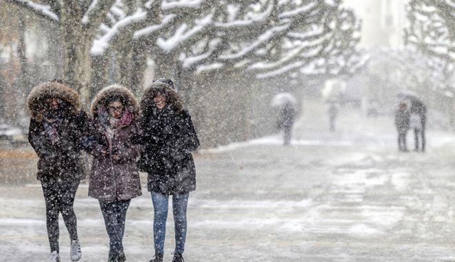 Vremea se încălzește de la jumătatea săptămânii / Prognoza pentru următoarele două săptămâni - iarna-1610974146.jpg