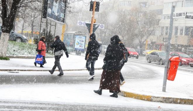 Trafic dificil în Constanța, asfaltul este acoperit cu gheață / Vezi aici cum se circulă - iarna12-1327579496.jpg