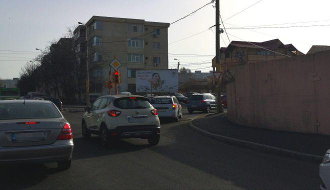 Foto: Atenție, șoferi! Se schimbă traficul la semaforul de la intersecția străzilor Poporului cu I.L. Caragiale
