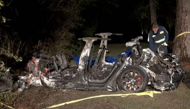 Doi oameni au murit într-un accident cu o maşină Tesla pe pilot automat - im326717-1618814742.jpg