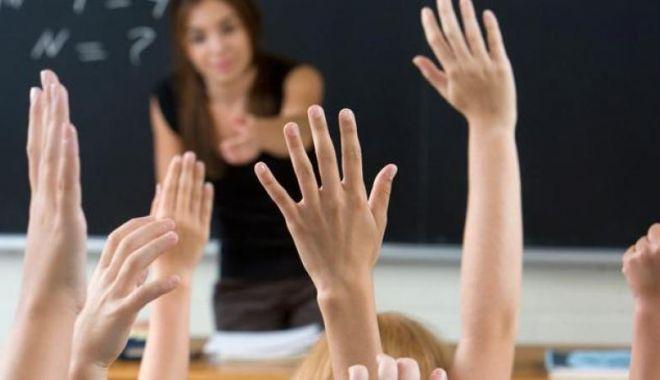 Foto: Salariile profesorilor, majorate de la 1 ianuarie 2020. Anunțul lui Orban