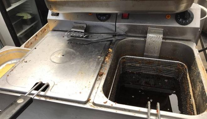 Galerie foto-video / Imagini de groază din bucătăria unei terase din Eforie Sud! OPC este în control - imaginidegroaza-1502187928.jpg