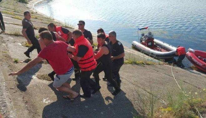 Foto: TRAGEDIE FĂRĂ MARGINI! Un copil de 14 ani a murit, după ce a alunecat într-un canal de irigații
