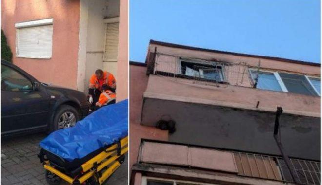 Un bărbat a căzut de la etajul 4, în timp ce ținea o