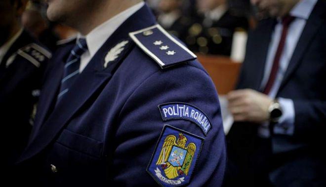 Foto: Polițist trimis în judecată, după ce a dat iama în țigările confiscate de la contrabandiști