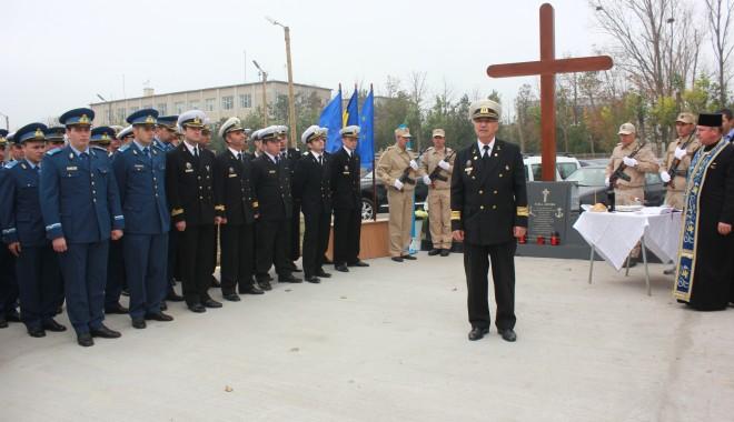 Monument ridicat de părinți și foști colegi eroilor căzuți la Tuzla / Galerie foto - img1398-1383229104.jpg