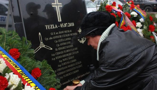 Monument ridicat de părinți și foști colegi eroilor căzuți la Tuzla / Galerie foto - img1478-1383229094.jpg
