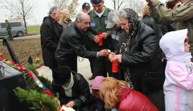 Monument ridicat de părinți și foști colegi eroilor căzuți la Tuzla / Galerie foto - img1486-1383229084.jpg