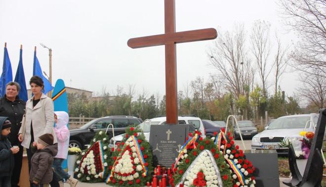 Monument ridicat de părinți și foști colegi eroilor căzuți la Tuzla / Galerie foto - img1508-1383229040.jpg