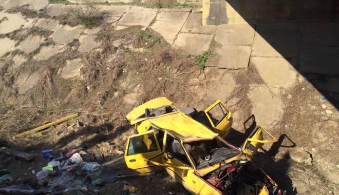 Galerie foto. Accident rutier grav, în județul Constanța / Au căzut cu mașina într-un canal adânc de patru metri. ȘASE VICTIME - img20150404wa0000-1428167122.jpg