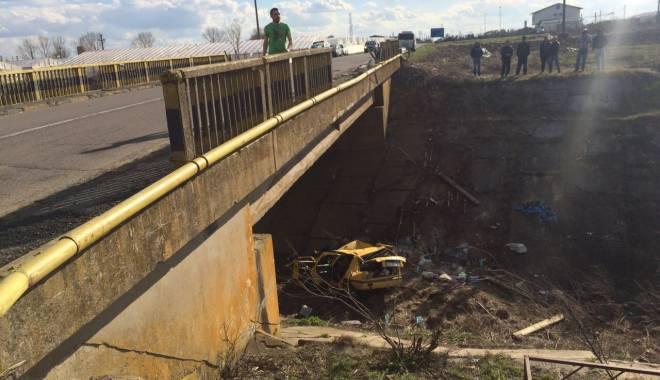 Galerie foto. Accident rutier grav, în județul Constanța / Au căzut cu mașina într-un canal adânc de patru metri. ȘASE VICTIME - img20150404wa0006-1428167221.jpg