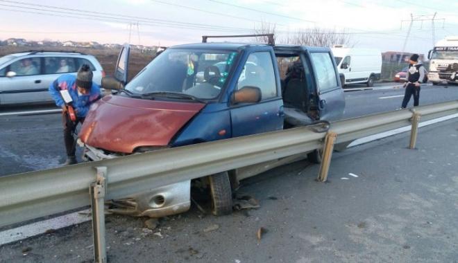 Foto: Accident grav pe autostradă. Un TIR și două autoturisme s-au ciocnit