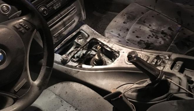 Foto: Un BMW în flăcări, în Mamaia Nord